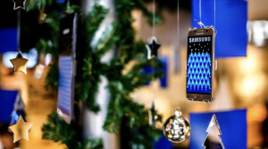 SAMSUNG XMAS TREE INSATLATION BY VUCA.003